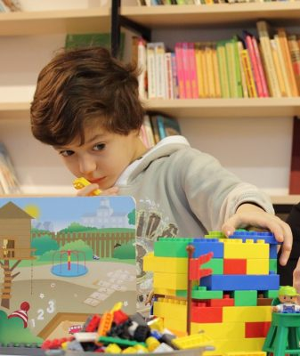 kid-playing-with-lego