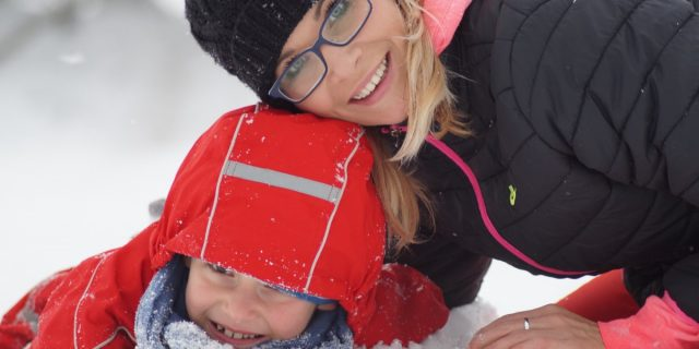 mother-playing-with-child-in-the-snow