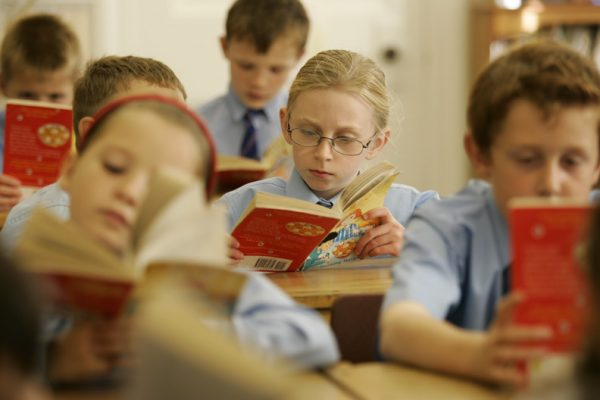 children-reading-in-class