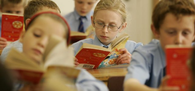 children-reading-in-class
