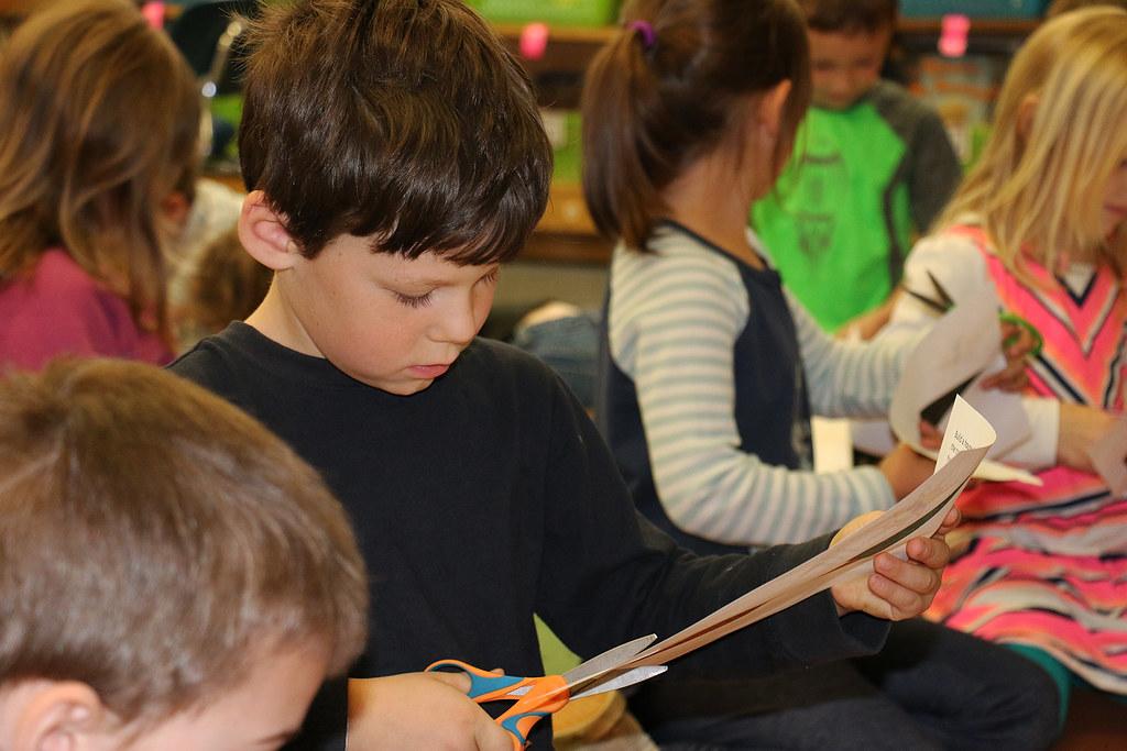children-cutting-paper