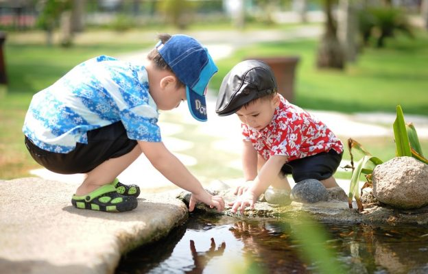 children-free-play