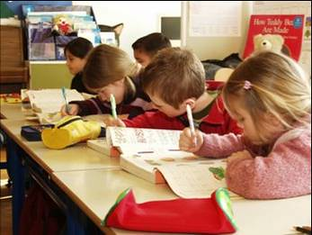 elementary-schoolchildren-writing