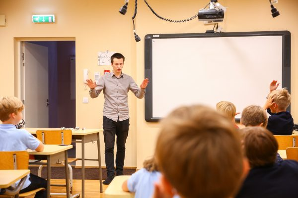 male-teacher-in-elementary-school